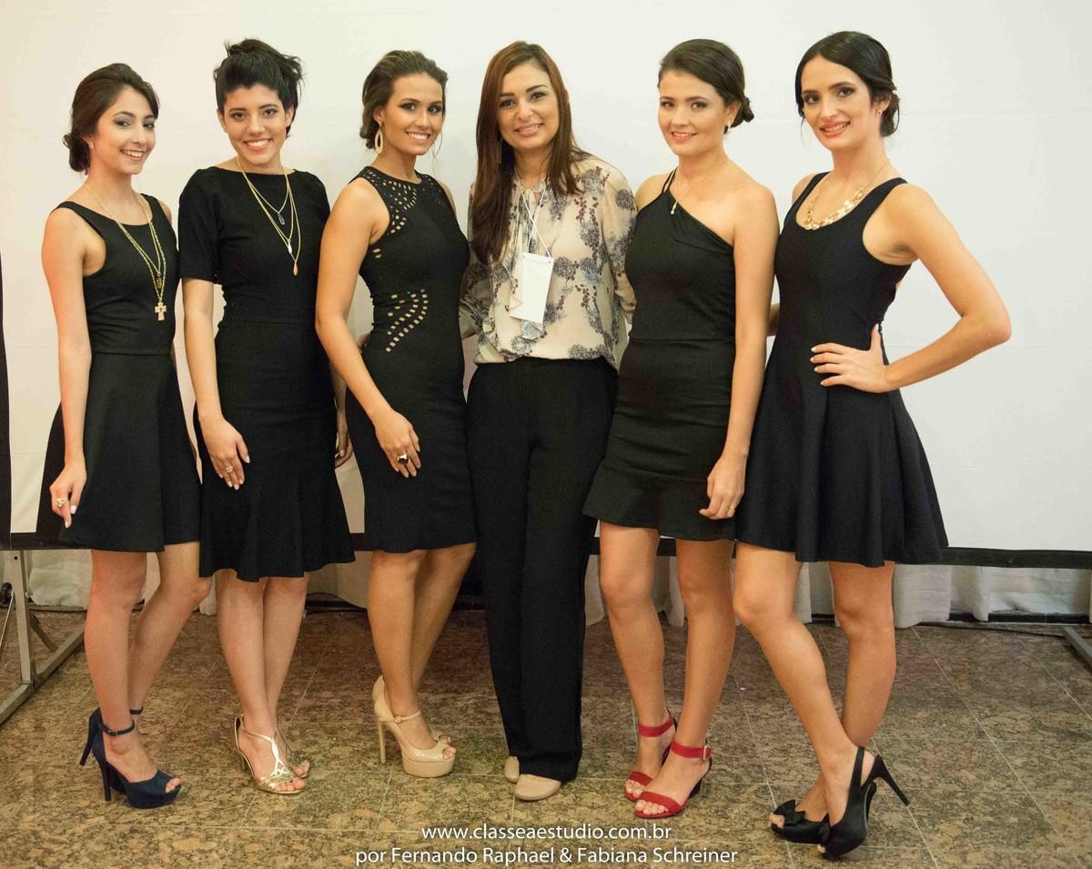 Blog Cha com estilo com Zayne da Braccialetto Jóias durante o desfile da Braccialetto joias para o salão de noivas e festas wedding day