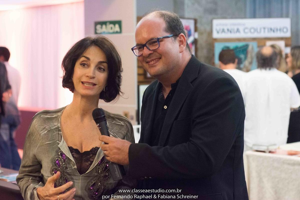 Claudia Matarazzo em entrevista com Fernando Raphael no salão de noivas e festas wedding day