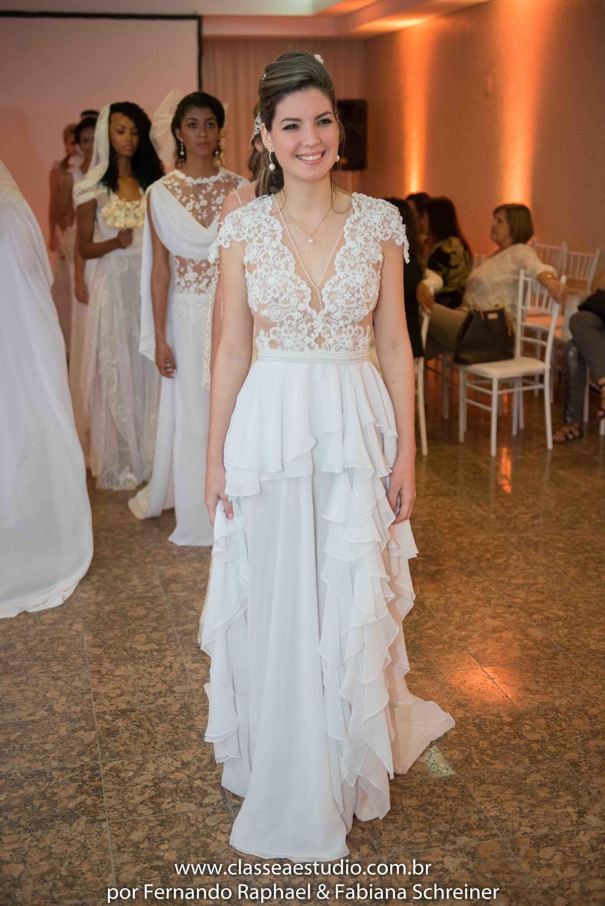 desfile de vestidos de noivas no evento wedding day do estilista Jan Souza