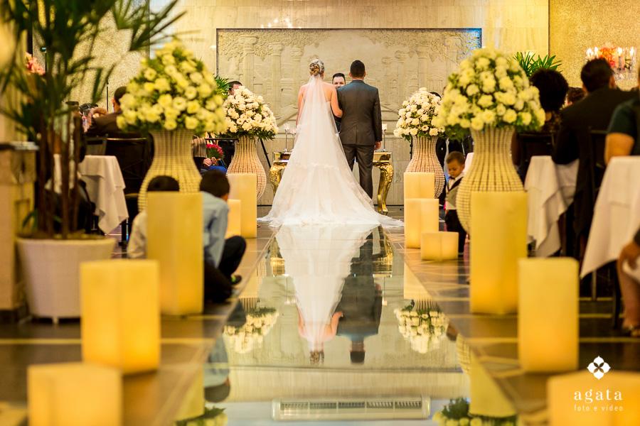 Cerimônia de casamento com passarela de espelho