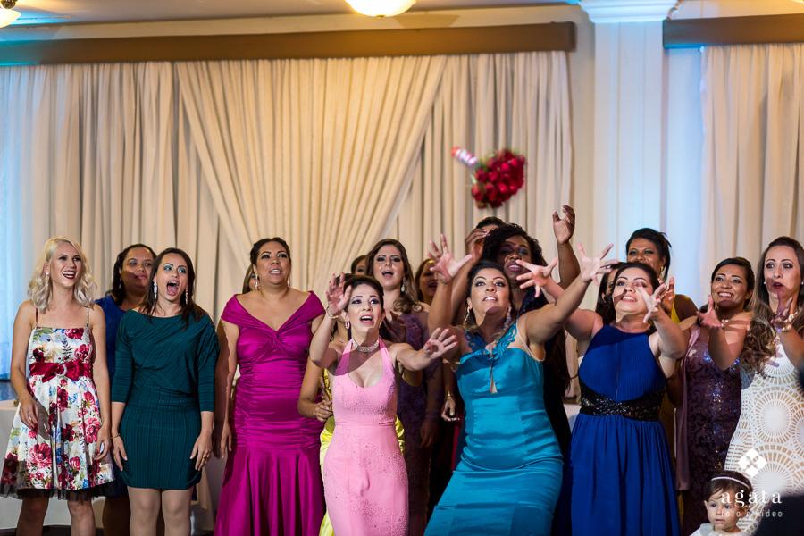 Jogaar o bouquet da noiva