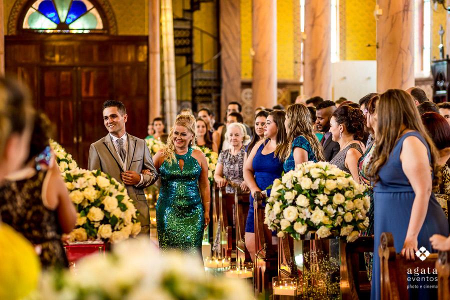 Entrada do noivo na Igreja Matriz de São José dos Pinhais