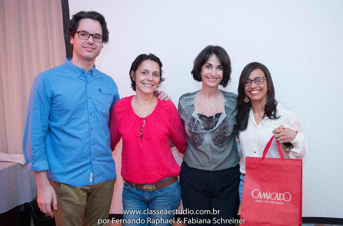 Loja Camicado e Claudia Matarazzo com a vencedora do sorteio da porcelana Schmidt assinada por Claudia Matarazzo no salão de noivas e festas wedding day