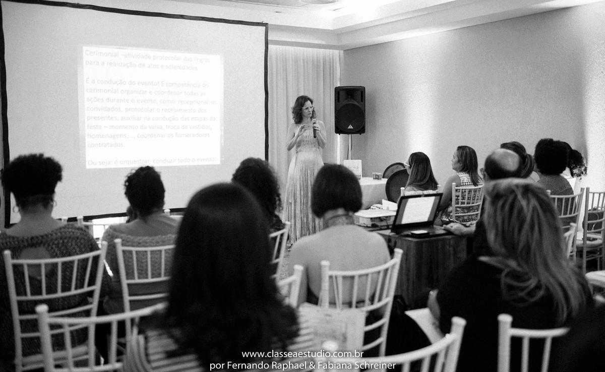 workshop para cerimoniais wedding day com a assessora e cerimonialista Paola Muniz do evento Lovely 15