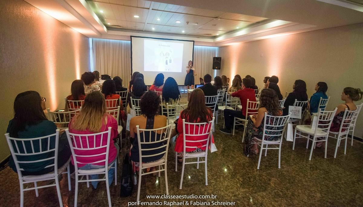 A cerimonialista Tarciana Moraes no workshop para cerimoniais wedding day
