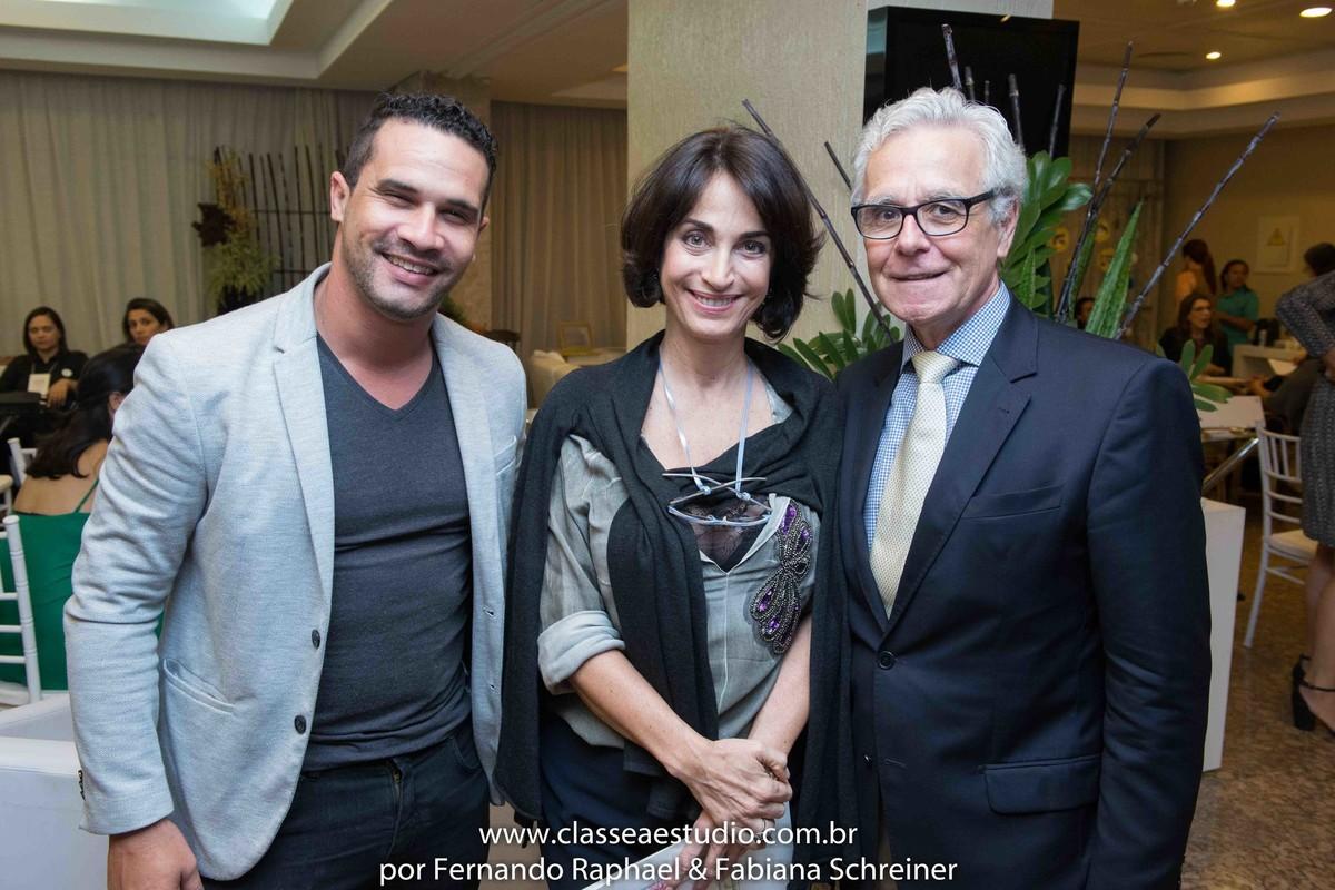 Agnaldo da orquestra perfil com Claudia Matarazzo e Mario Ameni no salão de noivas e festas wedding day