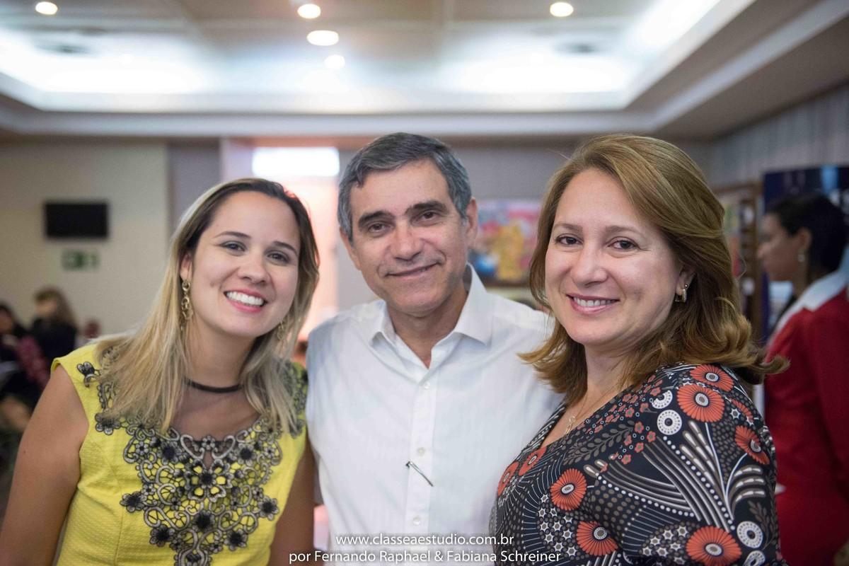 Tarciana Moraes, o consultor internacional de vinhos Gilvan Passos e sua esposa Daise no salão de noivas e festas wedding day