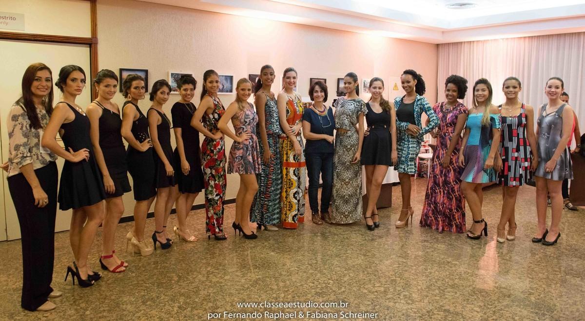 Claudia Matarazzo durante o desfile da Braccialetto joias no salão de noivas e festas wedding day