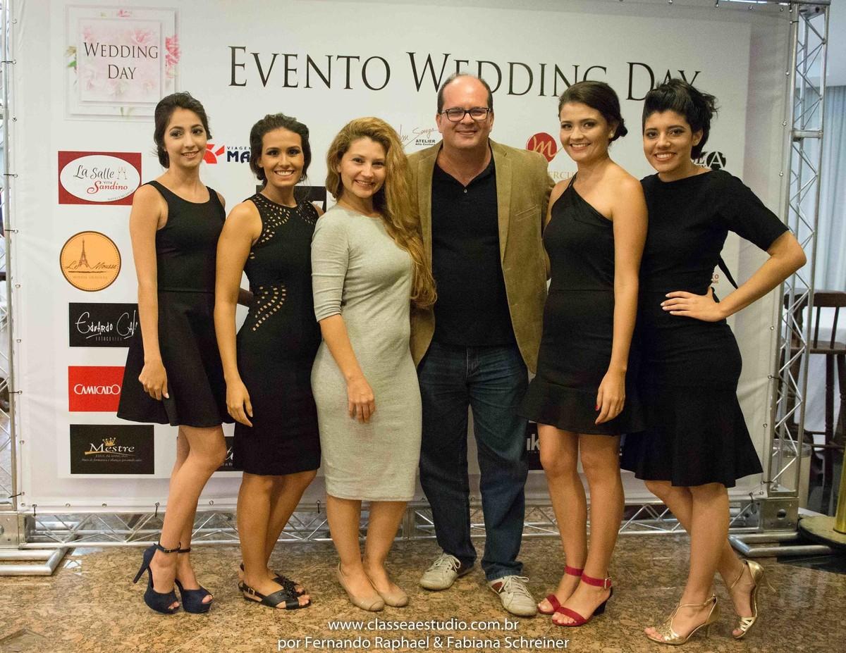 As blogueiras do blog Chá com Estilo com Fabiana Schreiner e Fernando Raphael no salão de noivas e festas wedding day