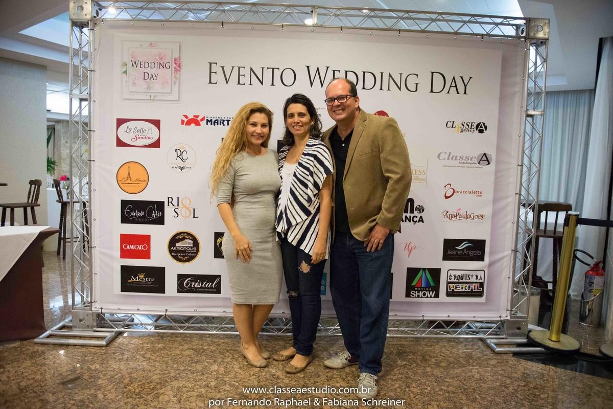 Fabiana Schreiner, Erica da Florata Flores e Decorações e Fernando Raphael no salão de noivas e festas wedding day