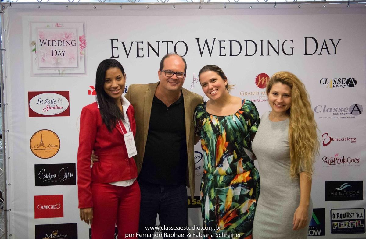 Fernando Raphael, Fabiana Schreiner com Keila e equipe da Martur Viagens e Turismo no salão de noivas e festas wedding day