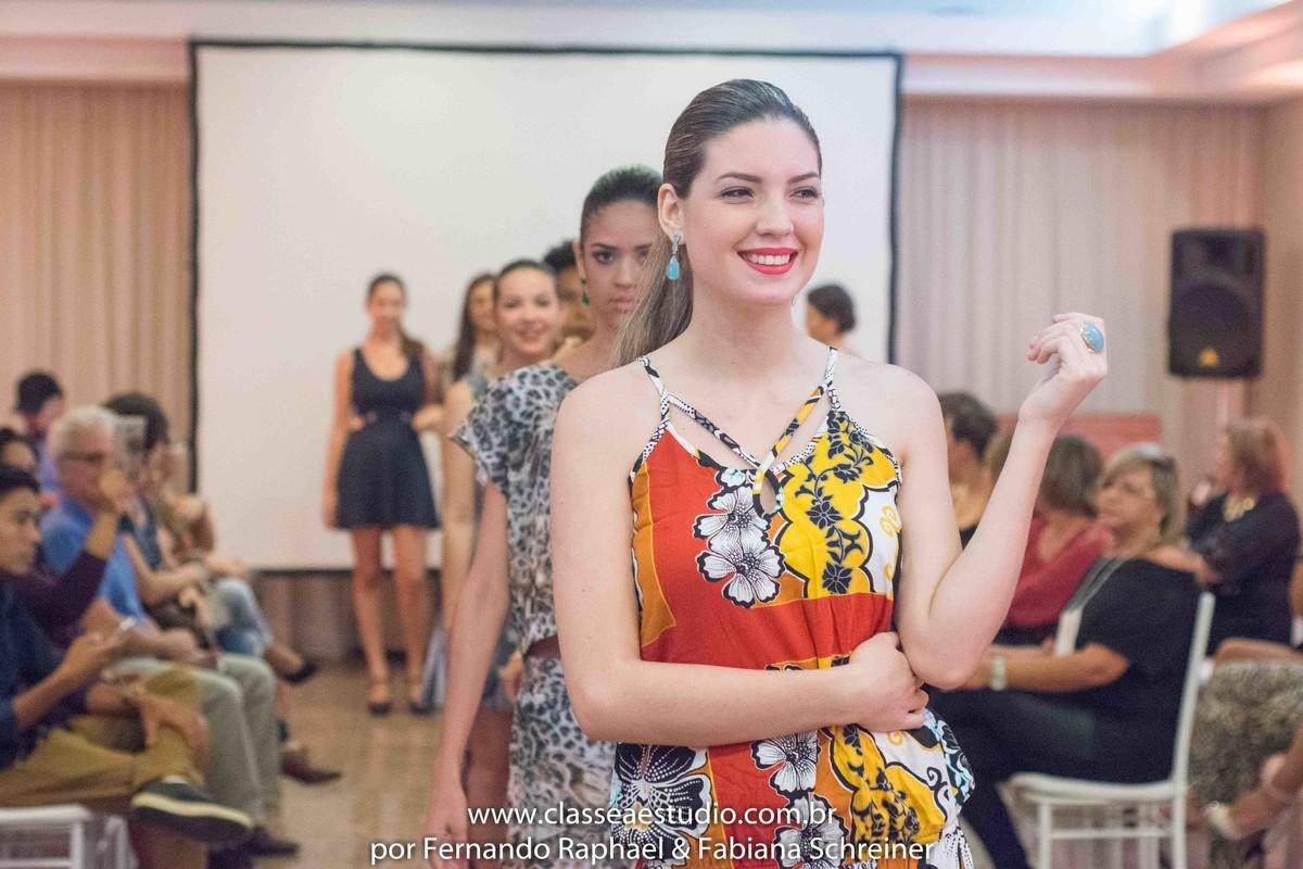 desfile de moda no evento wedding day da Braccialetto joias