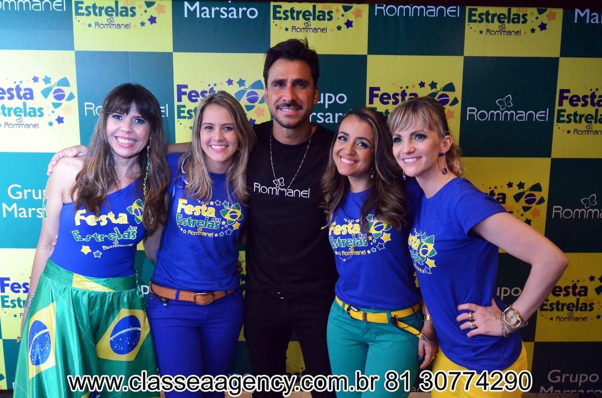Sabrina, Jo, Alcindo Marsaro, Julio Rocha e Leo na festas das estrelas da Rommanel