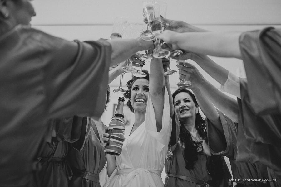 Brinde das madrinha com a noiva no casamento no campo monte verde mg