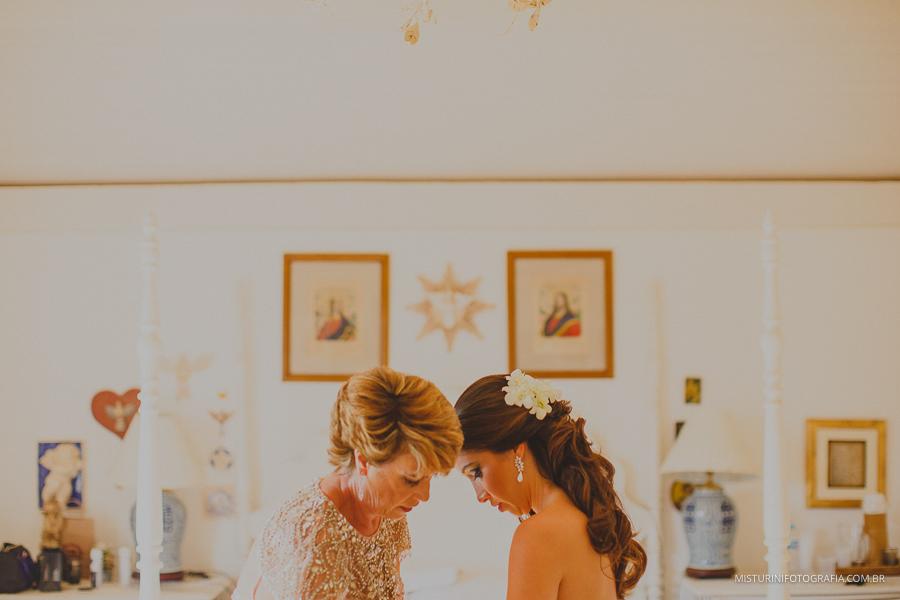 mae e filha noiva casamento no campo MG