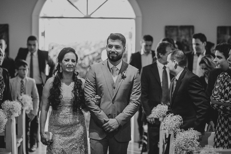destination wedding casamento noivo entrando casamento no campo