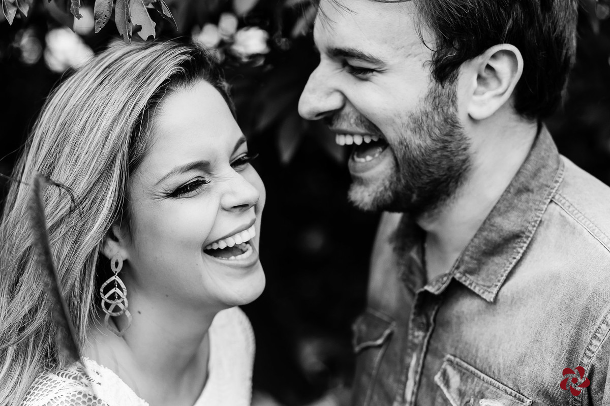 Alegria no olhar dos noivos