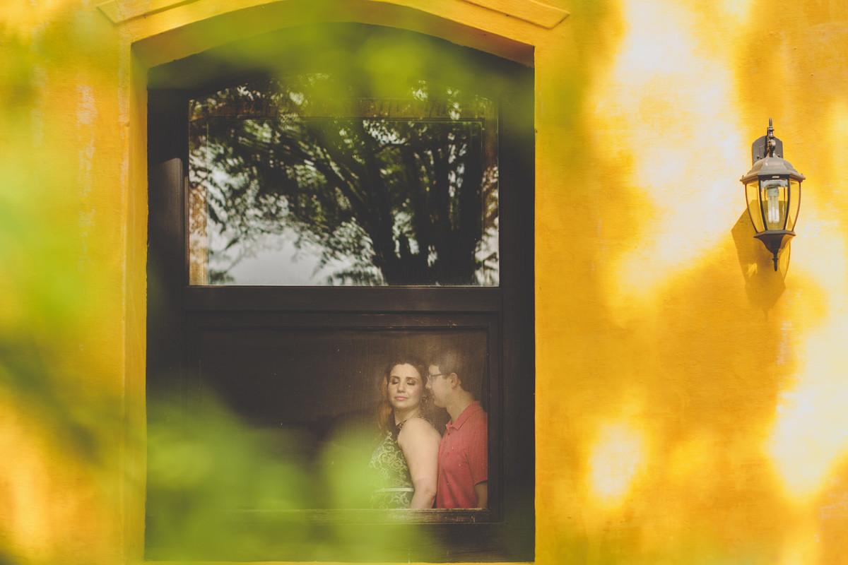 Casal na janela da Charqueada Boa Vista