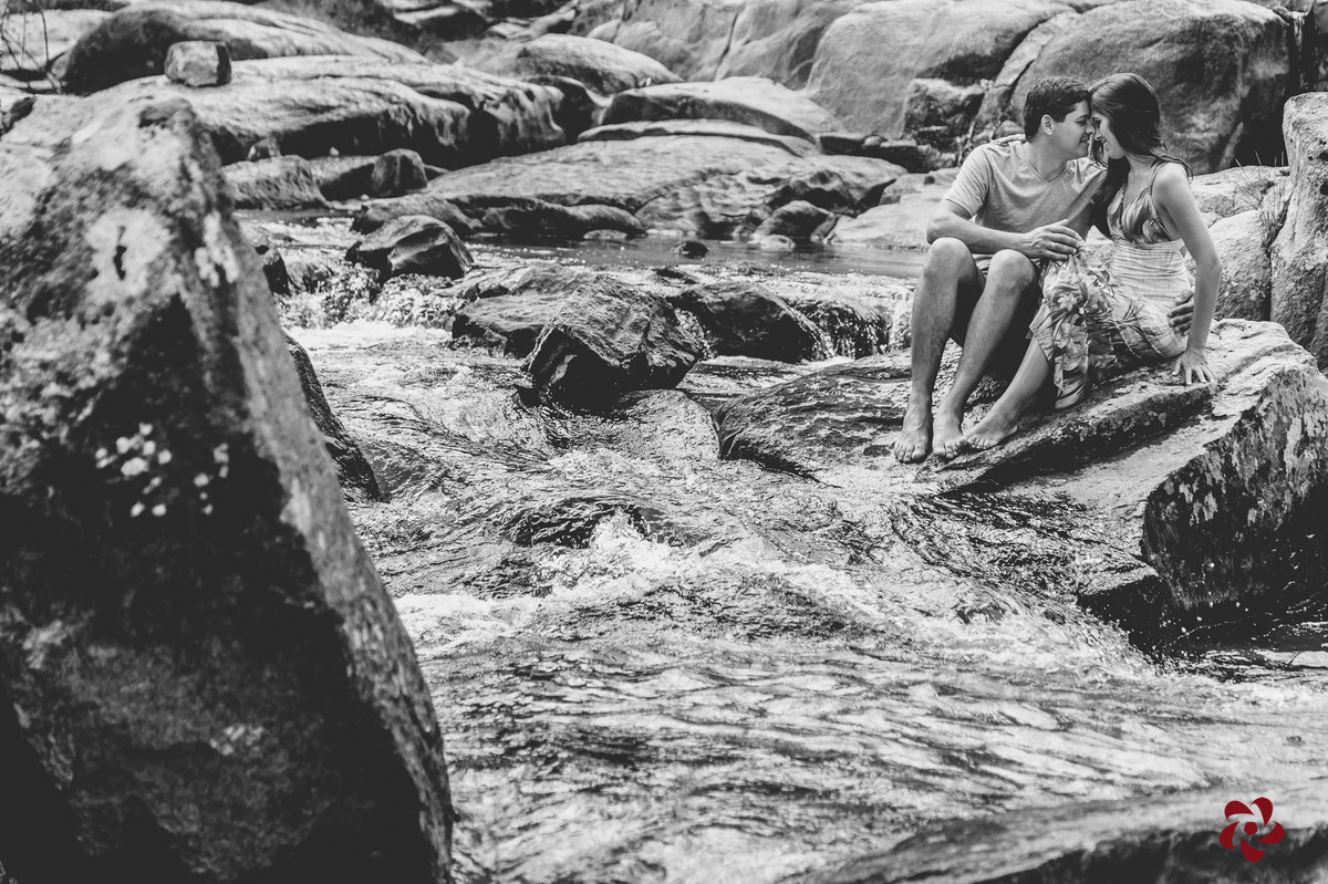 Paola e Maicon na cachoeira Templo das Águas