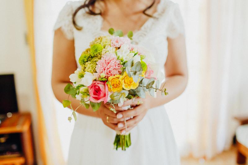 Buquê de noiva, buquê da Sharline, casamento de dia. Fotos por Moyra e Tiago, fotógrafos de casamento.