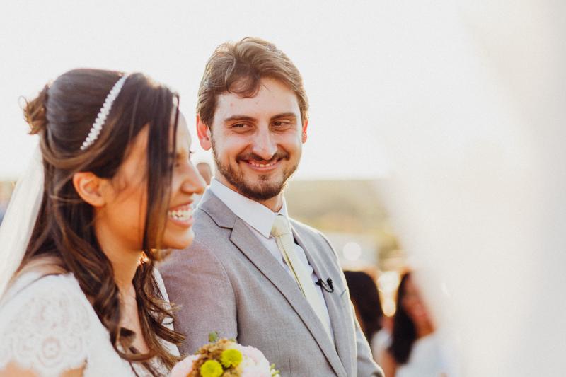 Casamento com emoção, noivo emocionado, olhares no casamento, Fotos por Moyra e Tiago, fotógrafos de casamento.