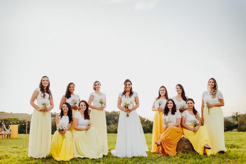 A noiva com as madrinhas, fotos com as madrinhas, bridesmaid, retrato da Sharline com as suas madrinhas, Fotos por Moyra e Tiago, fotógrafos de casamento.