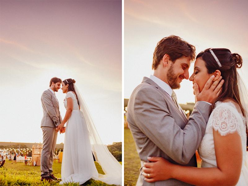 Fotos dos noivos, retrato dos noivos, fotos no pôr do sol, os noivos se casaram de dia num local especial, a cerimônia foi no campo, lindo casamento ao ar livre, Fotos por Moyra e Tiago, fotógrafos de casamento.