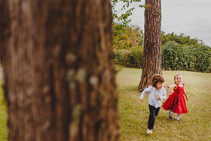 Em todo casamento adoramos fotografar cenas das crianças. As crianças num casamento são um prato cheio para qualquer fotógrafo. Fotografia de casamento, fotos de casamento, noiva pó de arroz, vestido de noiva , vestida d