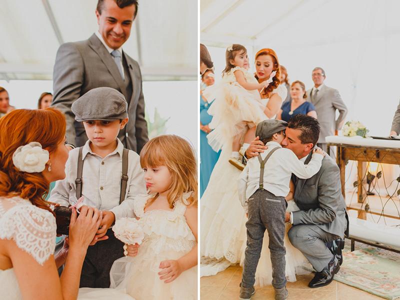 Os noivos tiveram a alegria de ver os seus próprios filhos entrando com as alianças. Foi uma cena linda desse casamento. Fotografia de casamento, fotos de casamento, noiva pó de arroz, vestido de noiva , vestida de branco, casamento e