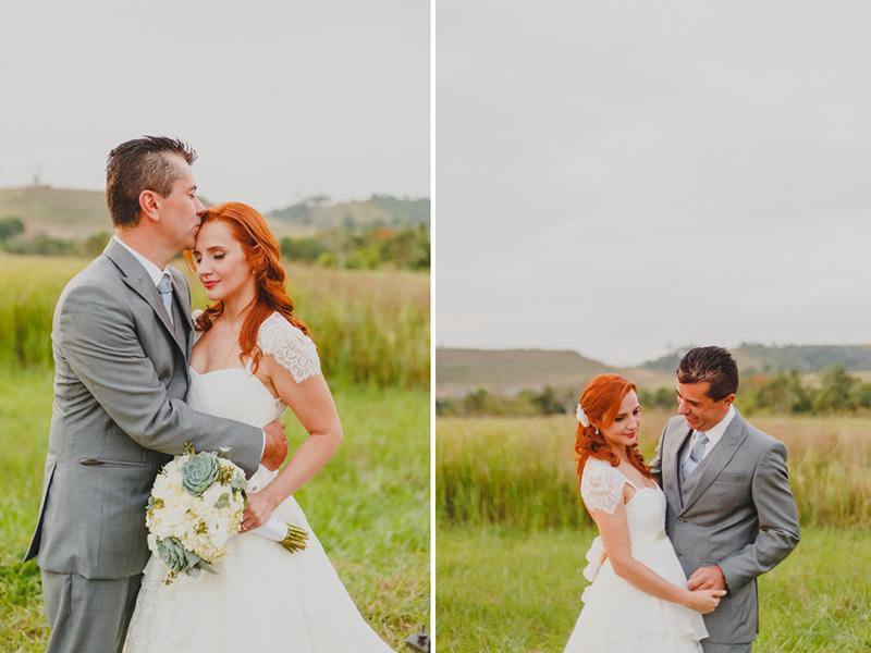 Hora das fotos dos noivos. Sessão de foto dos noivos depois da cerimônia. O cenário para as fotos dos noivos foi com o verde de fundo. Fotografia de casamento, fotos de casamento, noiva pó de arroz, vestido de noiva , vestida de