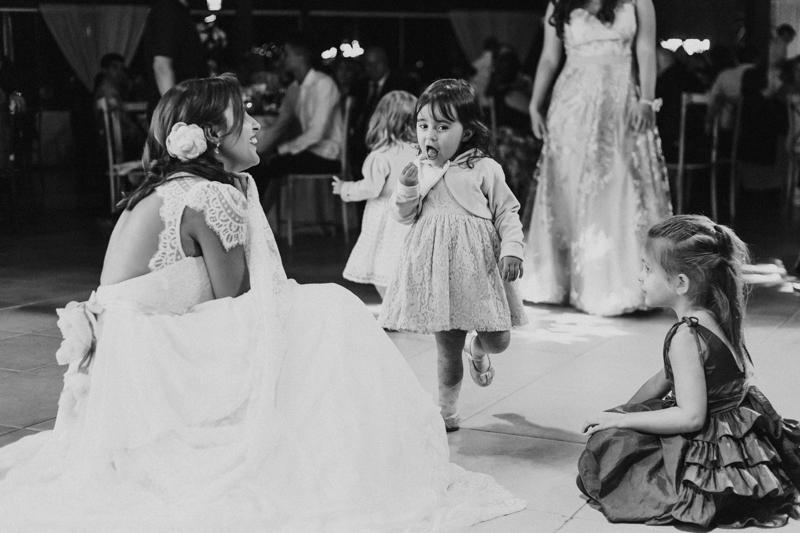 No casamento da Helena e do Carlos as crianças estavam presentes em todos os momentos, ainda mais porque os filhos dos noivos participaram bastante em todos os momentos da cerimônia e da festa. Fotografia de casamento, fotos de casamento, noi