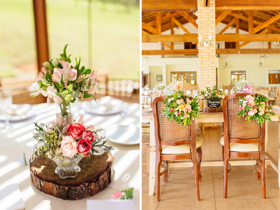 esses são os detalhes da decoração dos noivos. A decoração teve muitas flores que deixaram a festa desse casamento linda.