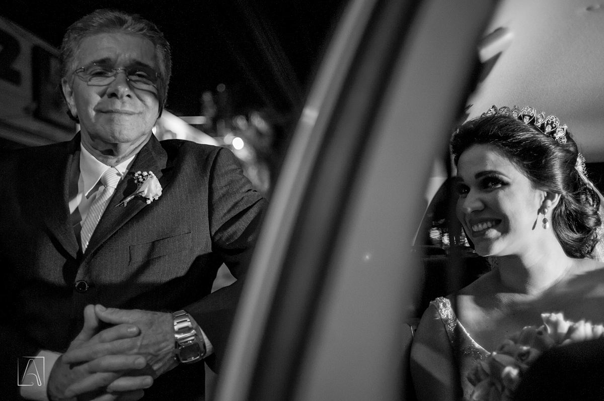 pai da noiva no carro