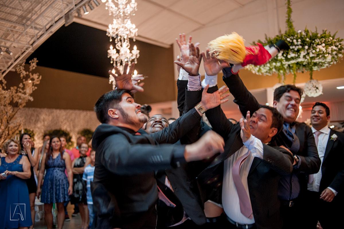 detalhes do noivo na recepção