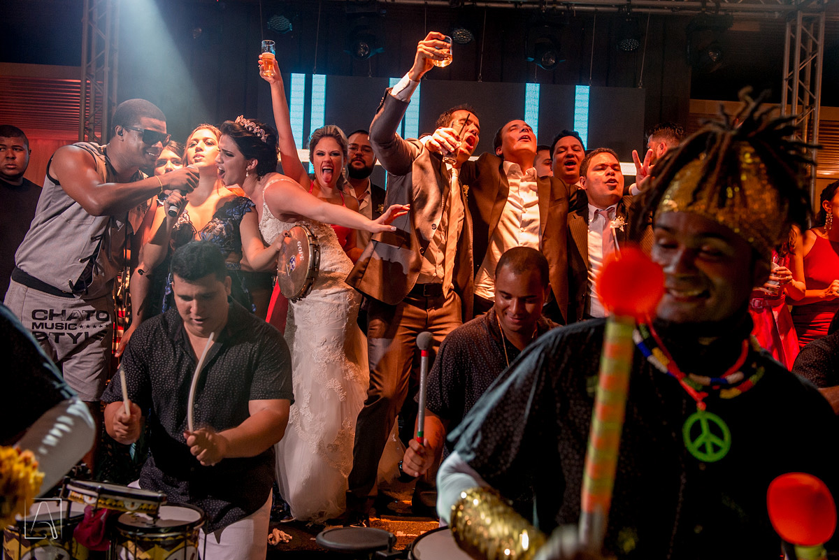 dança encima do palco do casamento