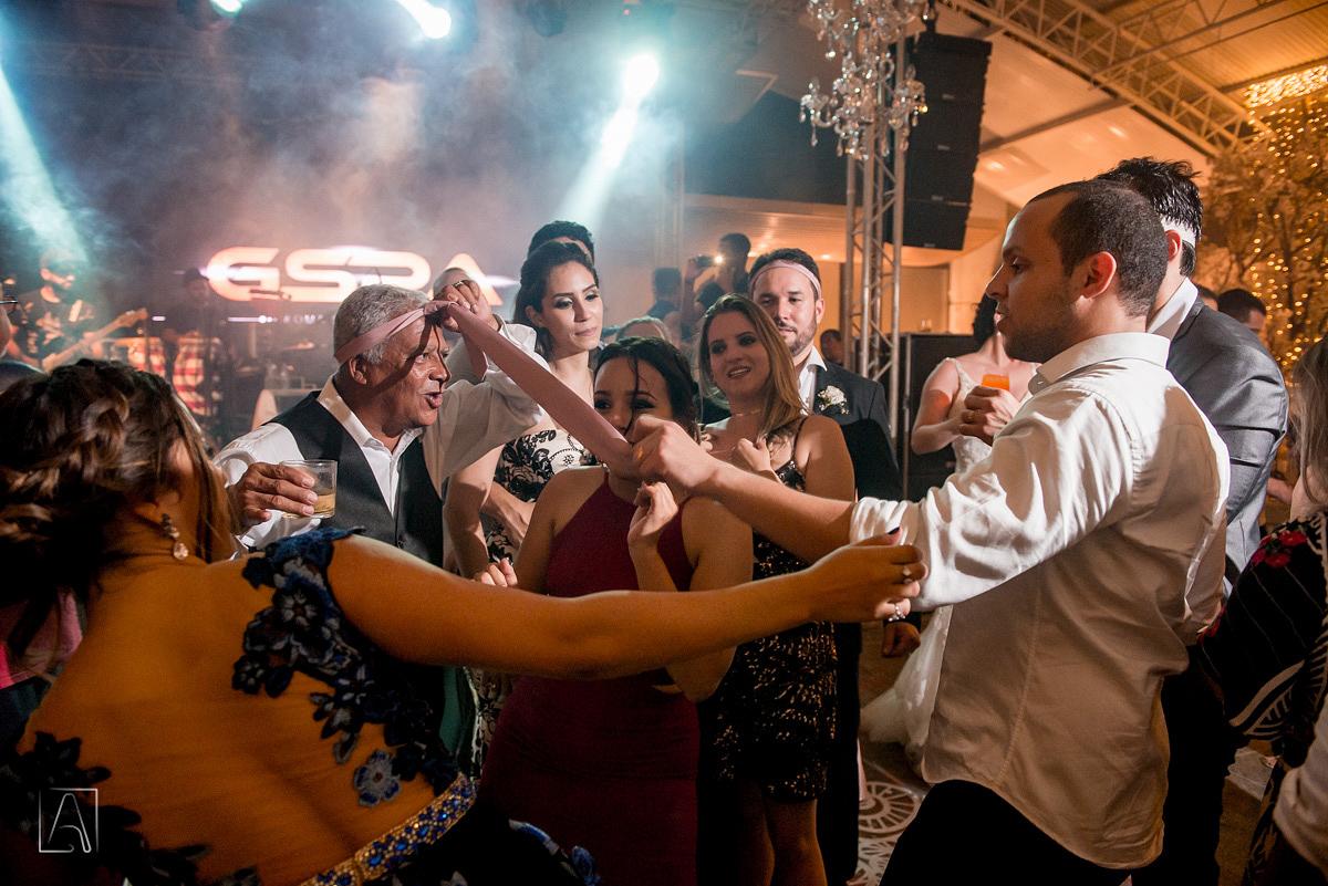 animação dos convidados na festa de casamento