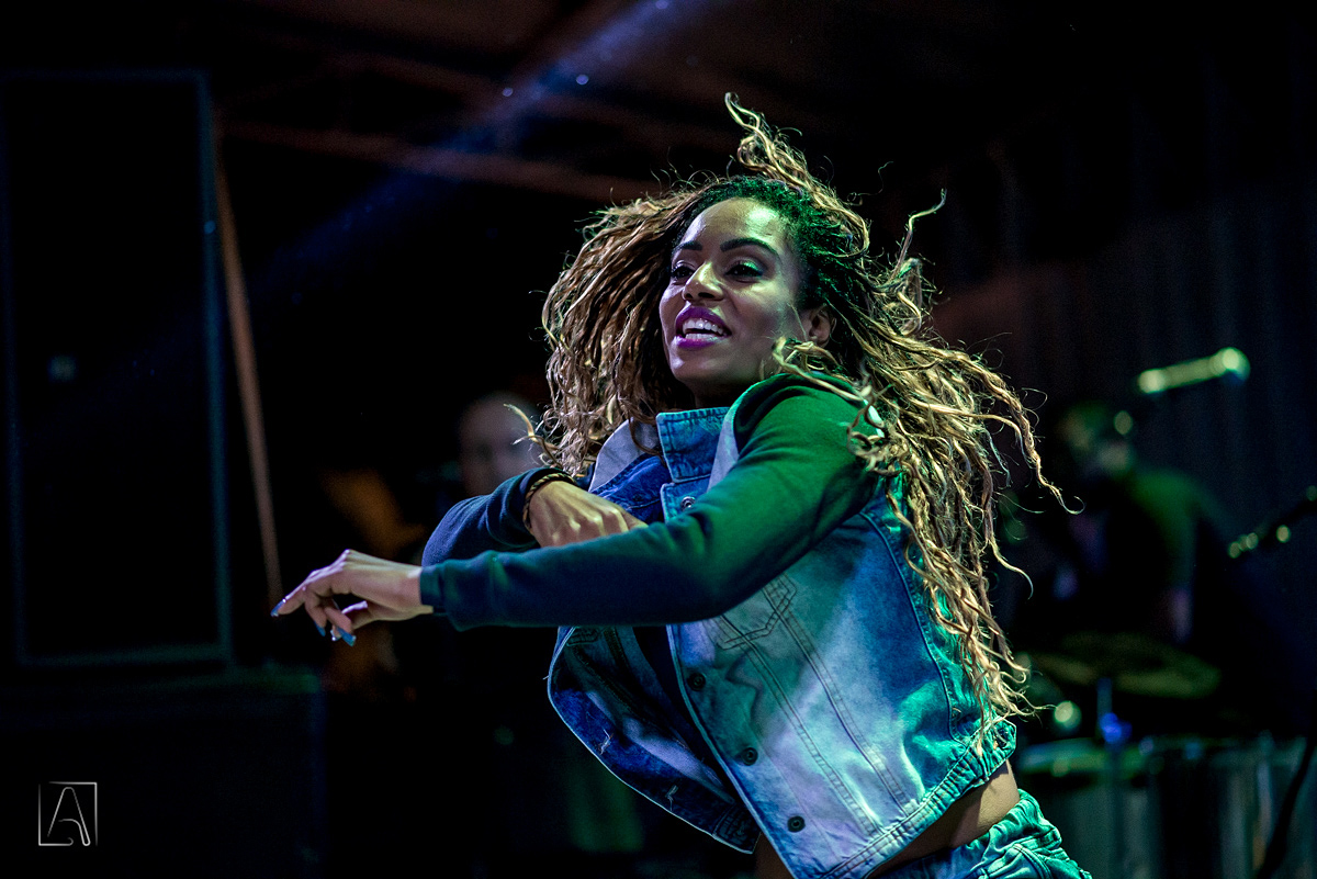 dançarina do Fit Dance Team na festa de 15 anos em fsa