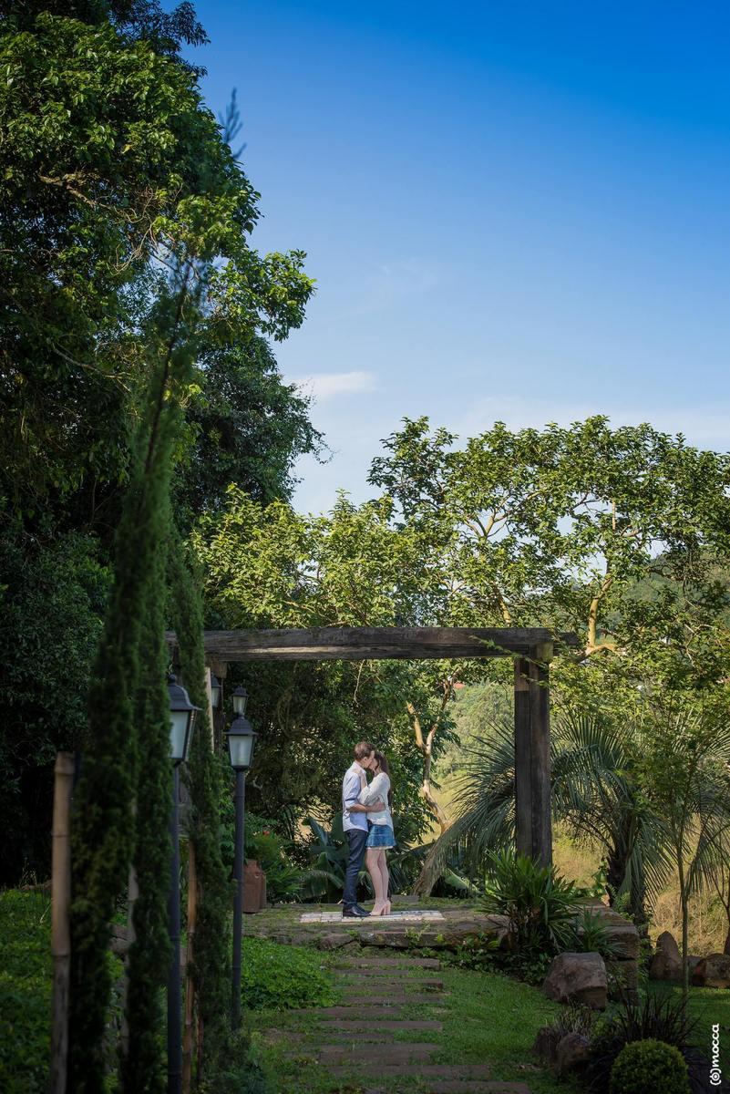 pre wedding, ensaio casal, ensaio fotográfico, amor, colinas, casa morreto, beijo
