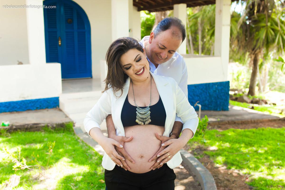 Foto de Lucélia e Ricardo esperando o Nicolas