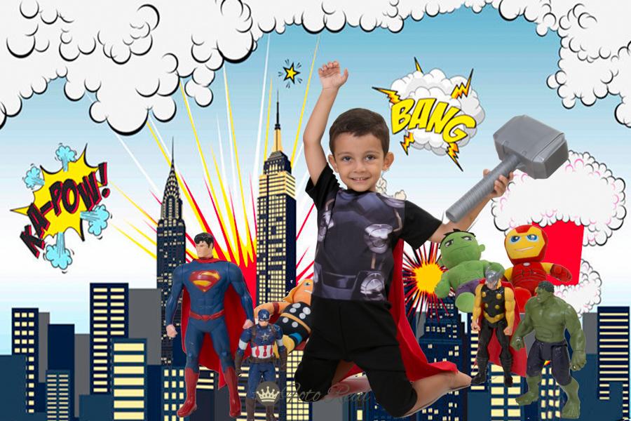 Foto de Pedro e os amigos super-heróis