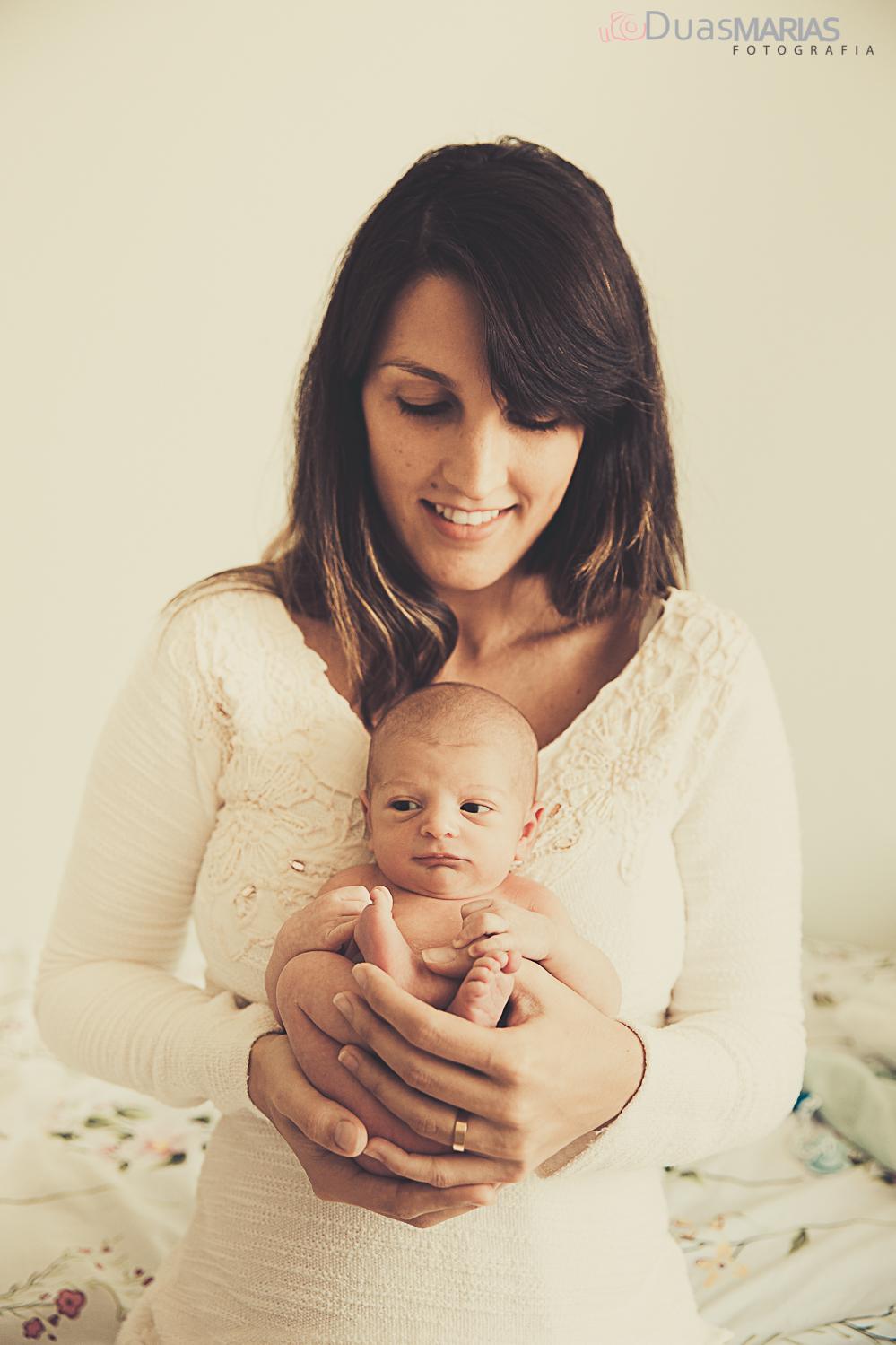 mãe e filho, ensaio de recém nascido, newborn, realizado por Duas Marias Fotografia,