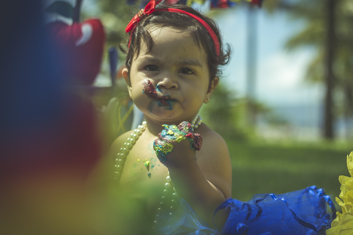 smash-the-cake-da-em-santos-ensaio-infantil-com-bolo-ensaio-bolo-santos-sp-uau-delicia-santo-doce-gilberto-servo-fotografo-servostudio-fotografia