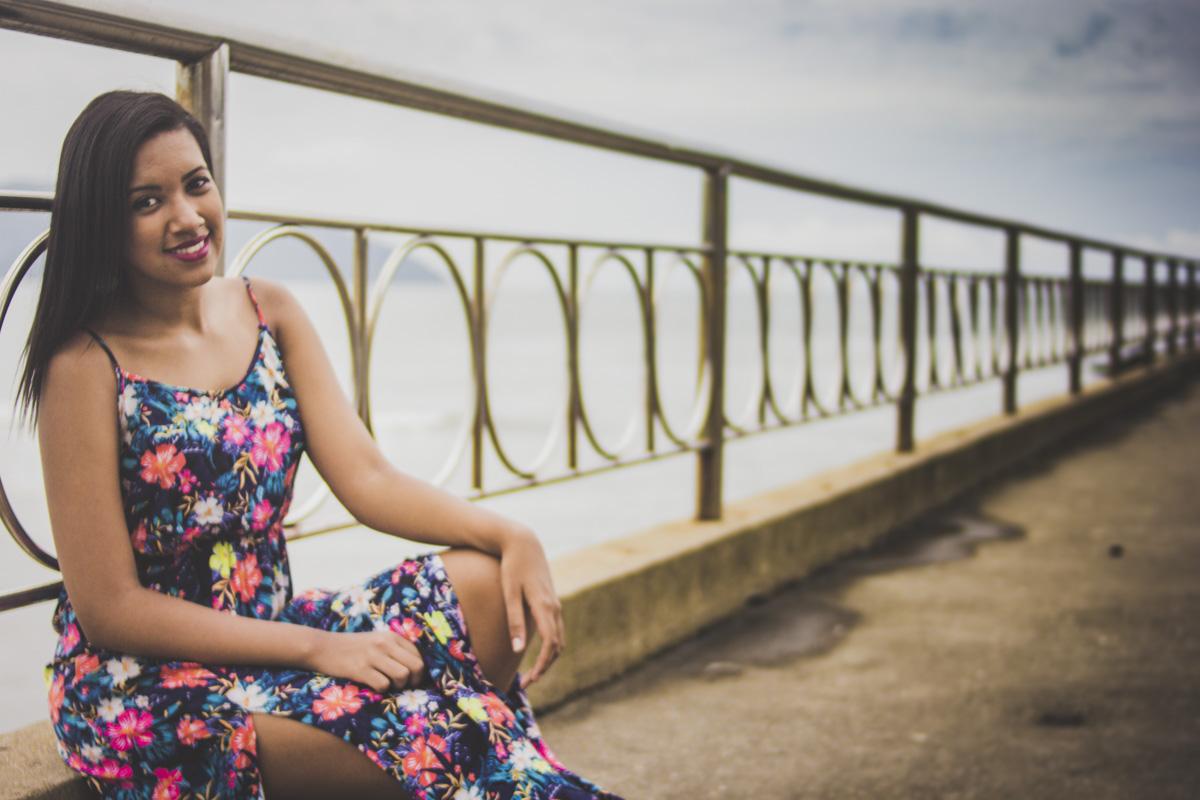 ensaio-debutante-ensaio-quinze-anos-15-anos-na-praia-em-santos-no-emissario--foto-mural-asas-submarino-book-15-anos-em-santos-santos-sp-gilberto-servo-fotografo-servostudio-fotografia