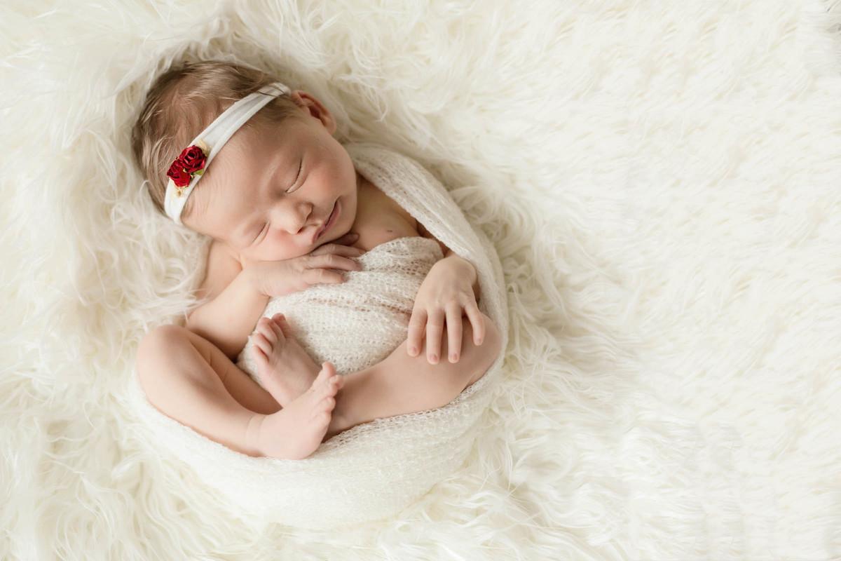 um pouco de vermelho no ensaio newborn da Giulia