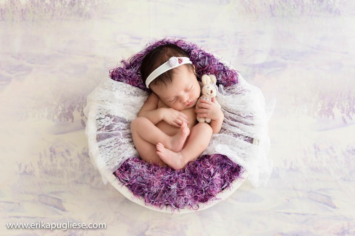 Tons lilás para fugir do rosa no ensaio newborn
