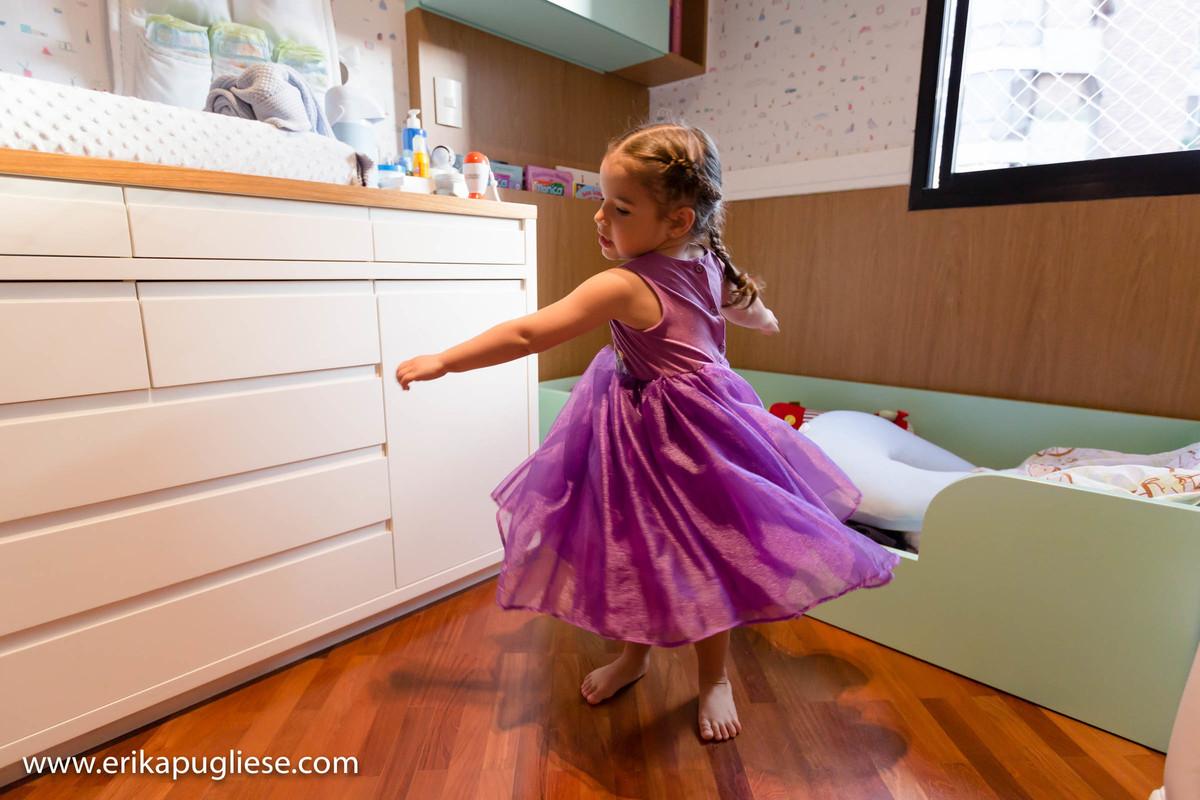 Luiza princesa gira para foto de Erika Pugliese