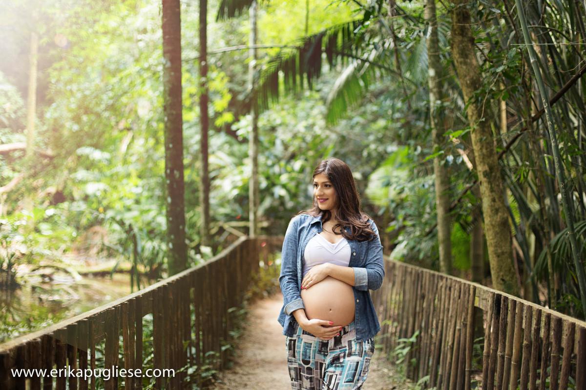 Juliana grávida do enzo no parque Burle Marx