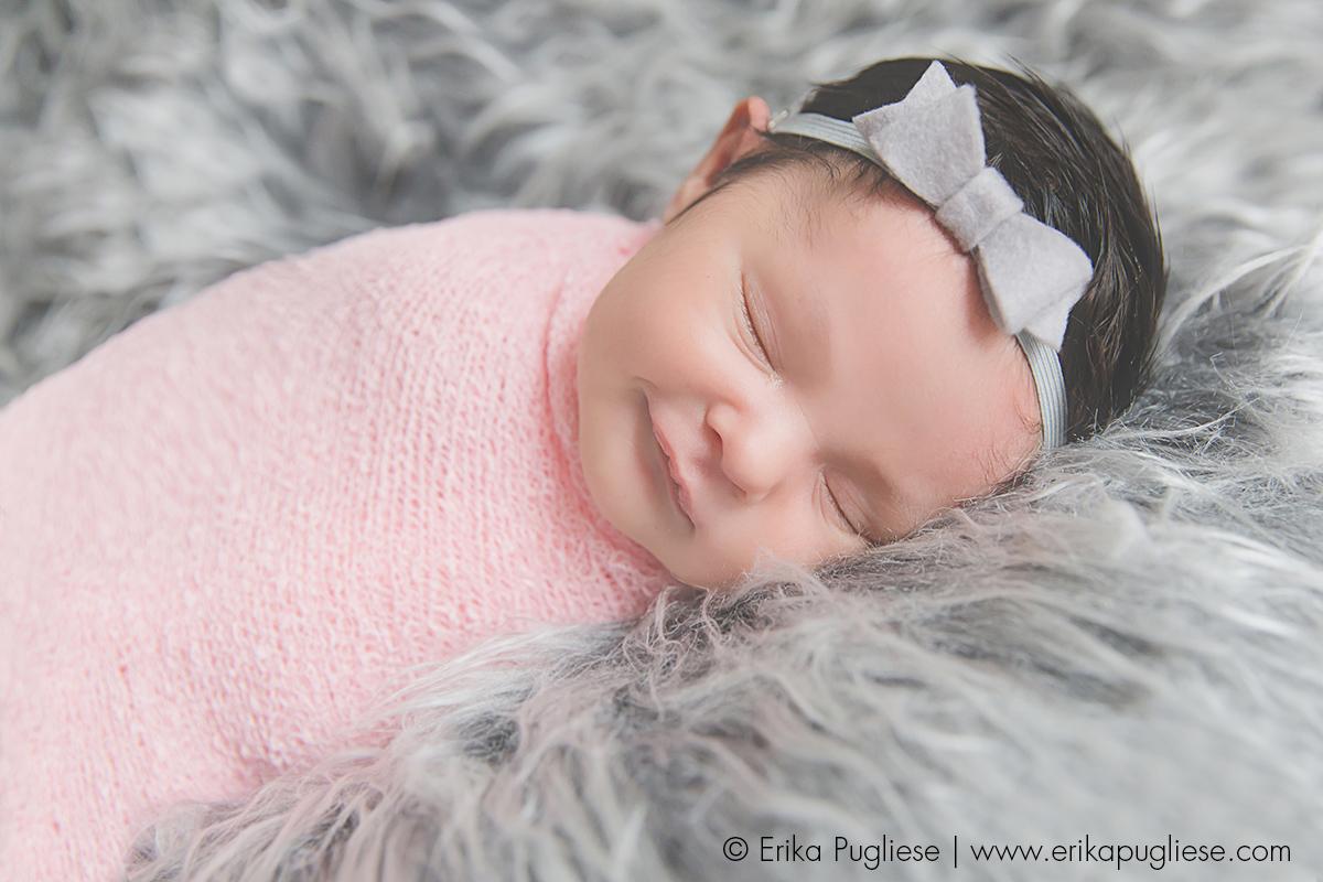 Um sorrisinho bem lindo pra eu ficar feliz na sessão de newborn da Liah
