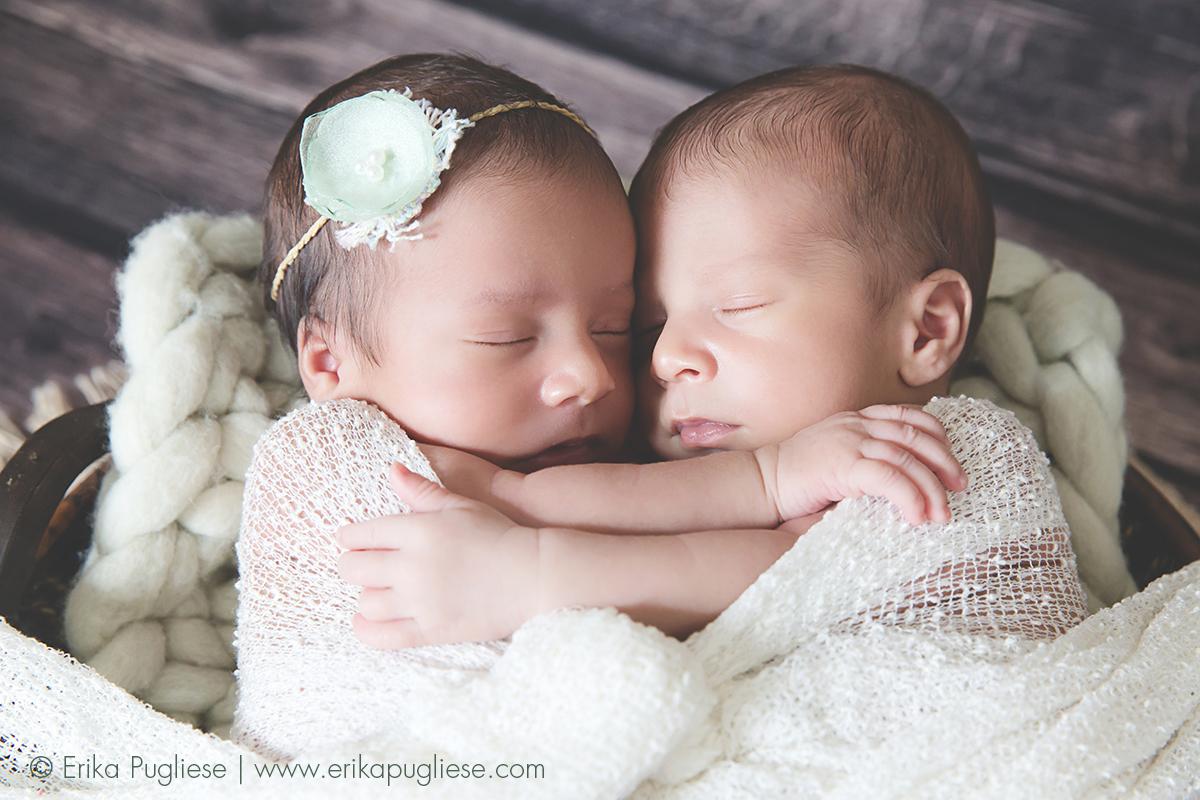 Amor de irmãos. Newborn dos gêmeos Duda e Davi.