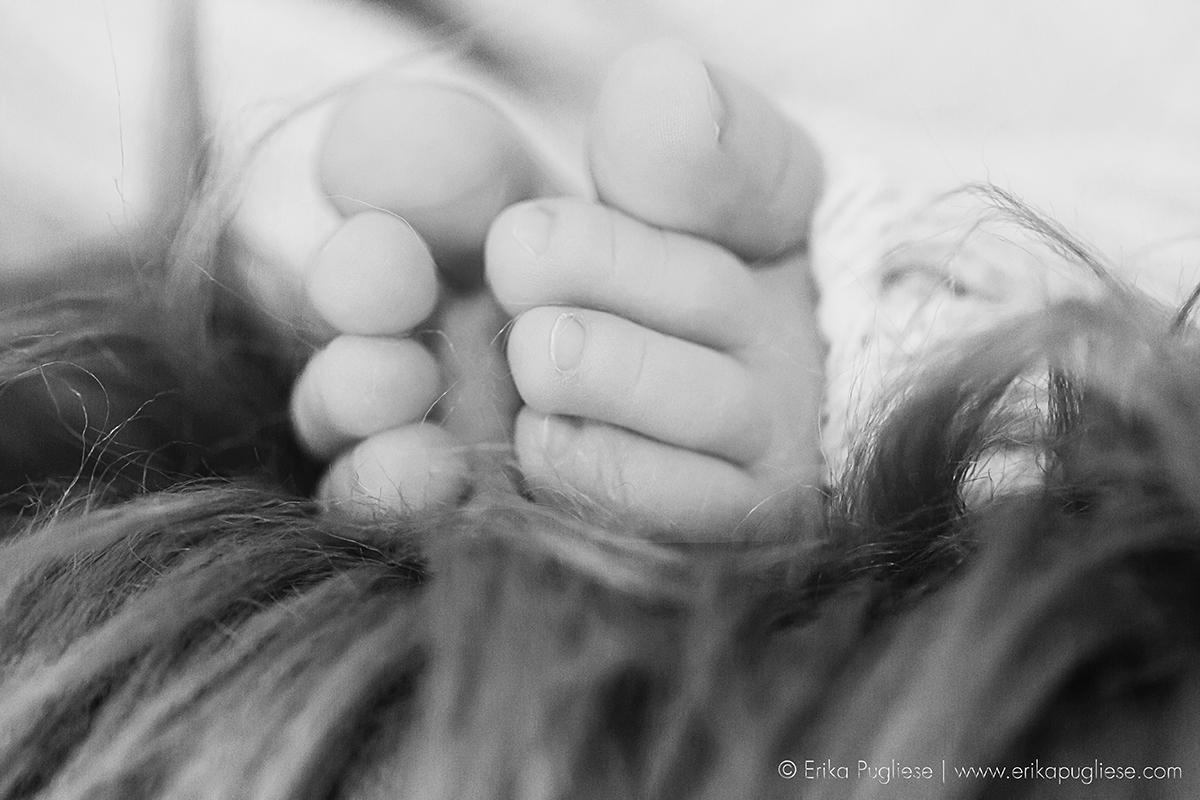 Ensaio Newborn do Rafael. Detalhe do pezinho do bebê